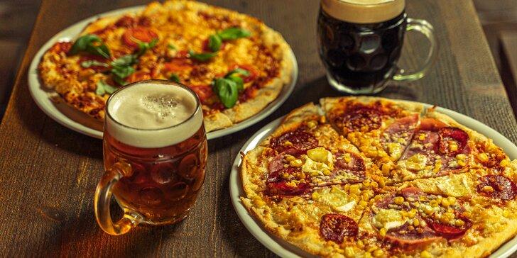 Zažeňte hlad a taky žízeň: dvě pizzy z výběru 15 druhů, k tomu klidně i pivo