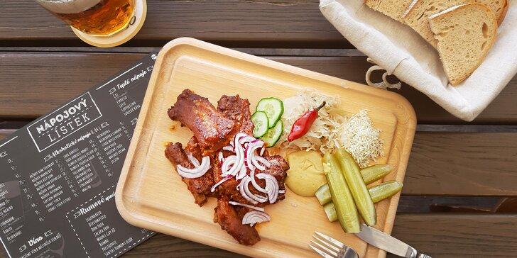 Vepřová žebírka s přílohou v Krumvířském hostinci kousek od Brna
