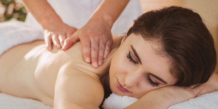 Masáže v délce 30 až 60 minut: klasická, aromaterapeutická, sportovní i baňková masáž