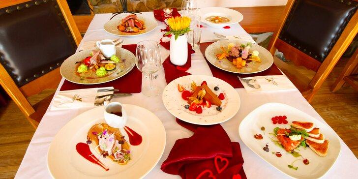 Romantika v zámeckém hotelu: 5chodové degustační menu i privátní wellness pro 2 osoby