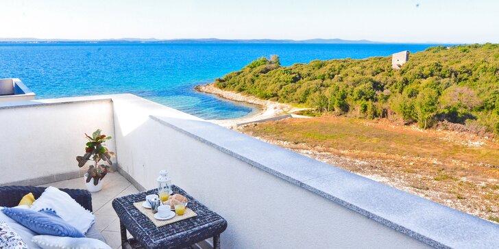 Dovolená v Chorvatsku: krásné apartmány s výhledem na moře, 100 m od pláže, bazén neomezeně