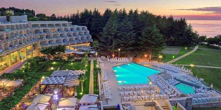 Pobyt na chorvatské Istrii: hotel 100 m od pláže s pestrým programem, bazény a jídlem