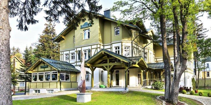 4* pobyt ve Sklářské Porubě: historický hotel se zahradou, neomezeně wellness a snídaně