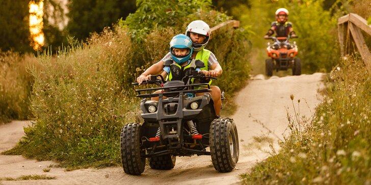 30 min. jízdy na čtyřkolce nebo pitbiku na uzavřeném terénním okruhu pro děti i dospělé