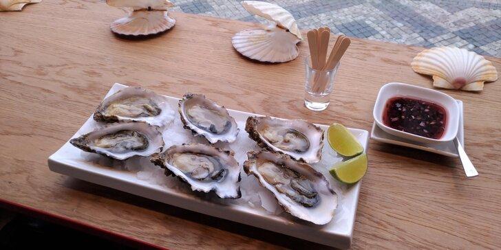 Delikatesa z Normandie: ústřice s limetkou či citronem a sklenka Prosecca