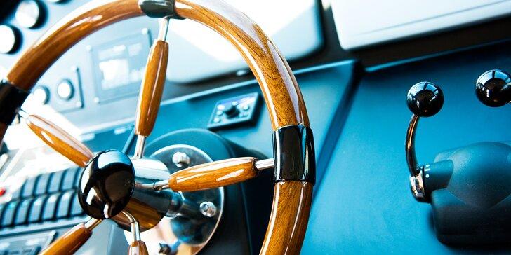 Ovládněte hladinu: 6hodinový kurz k získání průkazu pro vůdce malého plavidla