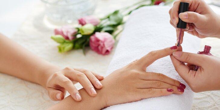 Ruce jako princezna: manikúra a aplikace CND Shellac