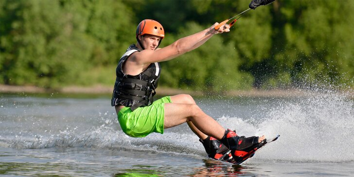 Adrenalin a zábava na vodě: wakeboarding pro 1 až 4 osoby