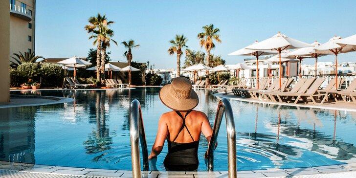 Až 15denní dovolená v 5* hotelu na Maltě přímo u pláže: snídaně, bazény a pobyt pro dítě do 12,9 let zdarma
