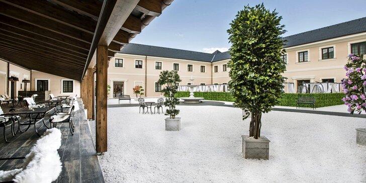 Romantický pobyt pro dva v 5* Château Šanov: bohaté snídaně a wellness s bazénem a saunami
