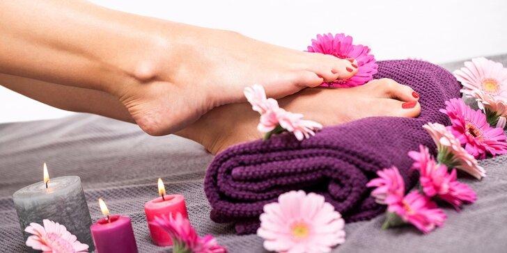 Suchá medicinální pedikúra s masáží a možností gel laku či Shellacu