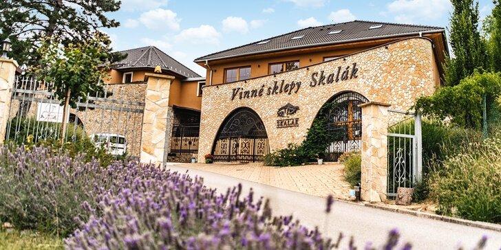 Až 15 dní ve Vinných sklepech Skalák na Slovácku: polopenze a degustace
