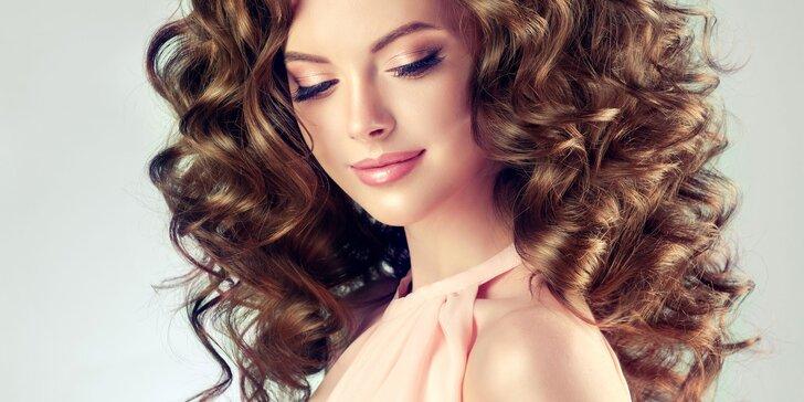 Vlasový servis pro každého: Salonní ošetření vlasů technikou Malibu C