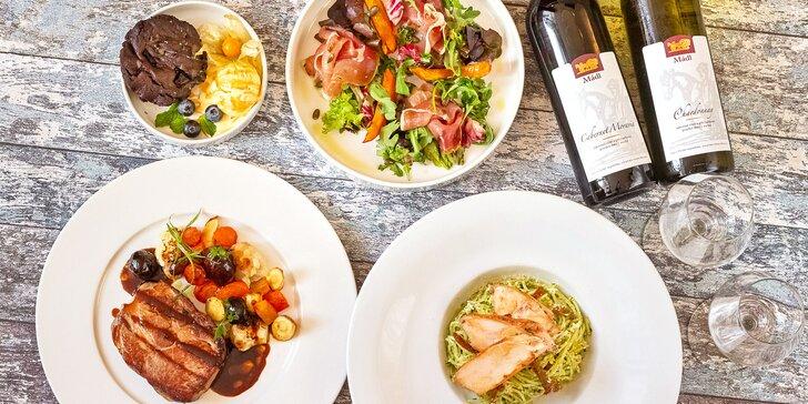 Romantika v privátním wellness a tříchodové menu i s láhví vína pro dva