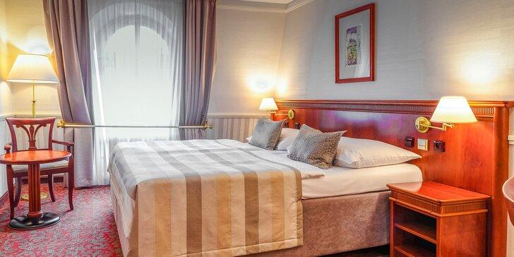4* hotel Adria na Václavském náměstí: pokoj s výhledem do zahrady, snídaně a večeře u Pinkasů