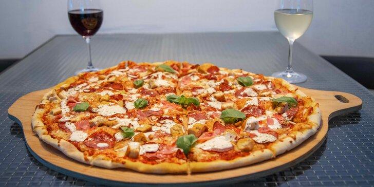 Pizza i s nápojem dle výběru o průměru 26 nebo 50 cm: Margherita i Hawai