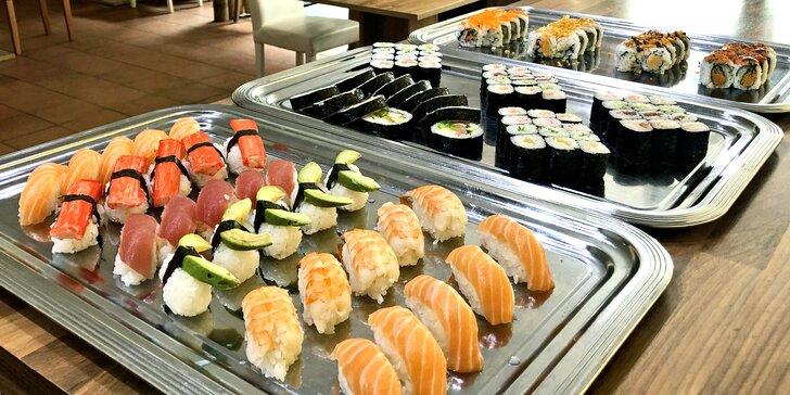 Snězte, co můžete: oběd u Václaváku plný asijských specialit vč. sushi formou bufetu