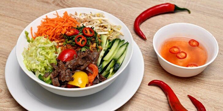 Veganské Bún bò Nam Bộ či Bún Chả: sójové maso, rýžové nudle a zelenina