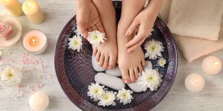 Ošetření a zkrášlení nehtů: manikúra nebo pedikúra i lakování v salonu na Žižkově