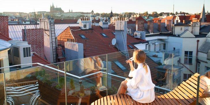 Luxusní relaxace pro 2 osoby: wellness, privátní jacuzzi a lahev sektu na střeše hotelu