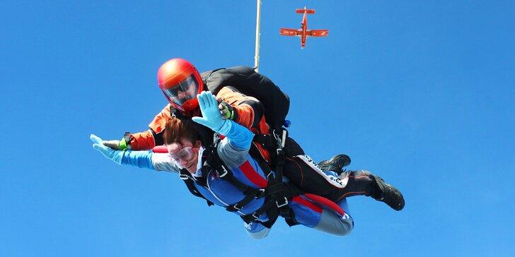 Tandemový seskok s instruktorem z výšky 4000 m