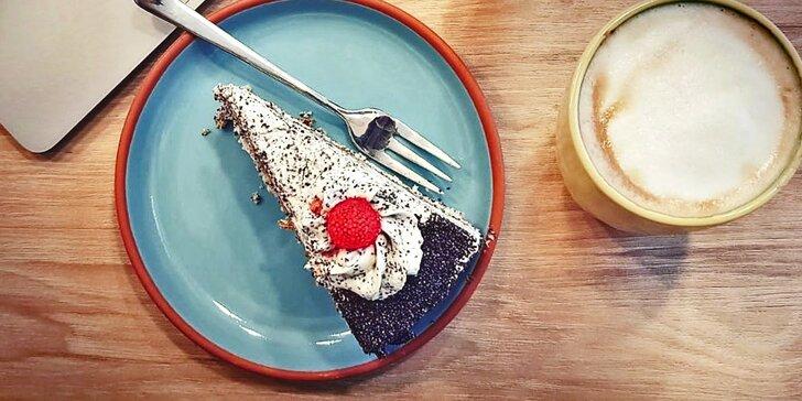 Káva a dortík podle výběru v rodinné kavárničce na Andělu