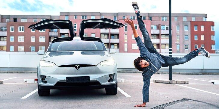 Jízda do budoucnosti: řidičem nebo spolujezdcem v elektromobilu Tesla X