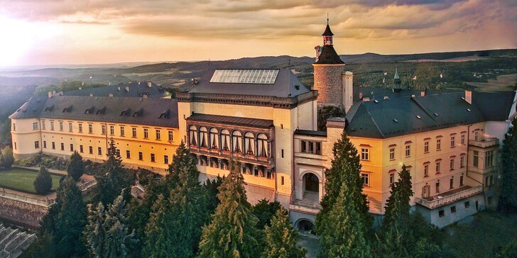 Pohádková romantika v Chateau Zbiroh: večeře v krčmě, masáž i prohlídka hradu a zámku