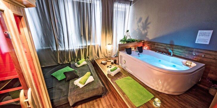Zimní wellness hýčkání: vířivka, sauna, masáž nohou či zad a zábal dle výběru
