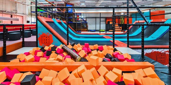 Hodina skákání v Jump Jump Jump se spoustou trampolín a atrakcí