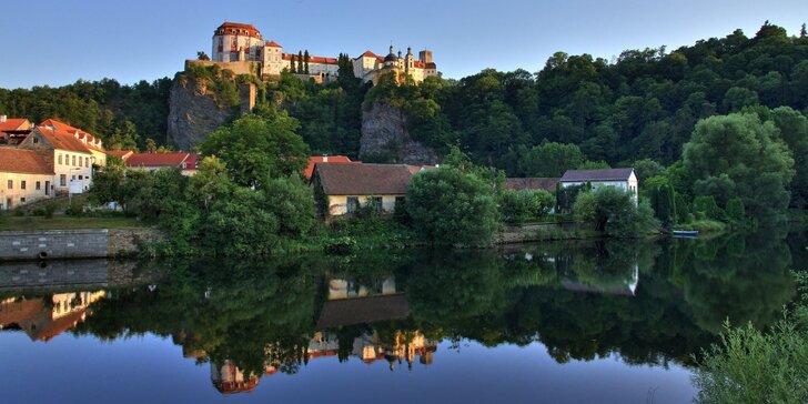 Chata u Vranovské přehrady: vybavená kuchyně i zahrada s grilem