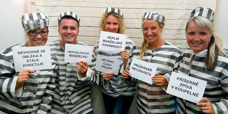 Útěk z cely: detektivní únikovka až pro 5 hráčů, na závěr focení v kostýmech