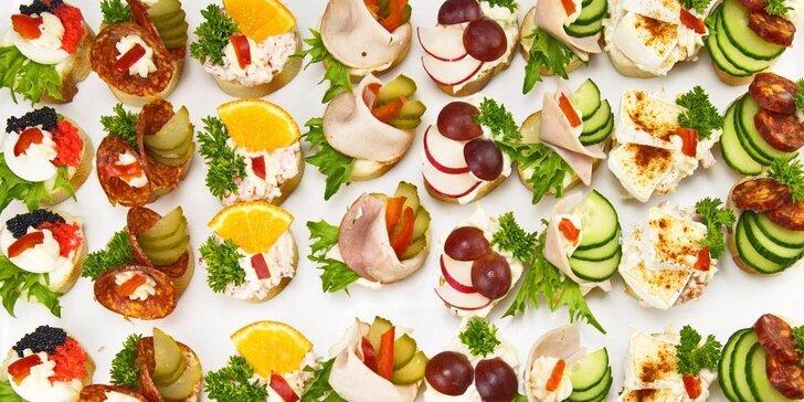 Silvestrovské občerstvení od profíků: 40–120 kanapek pro pohodovou oslavu