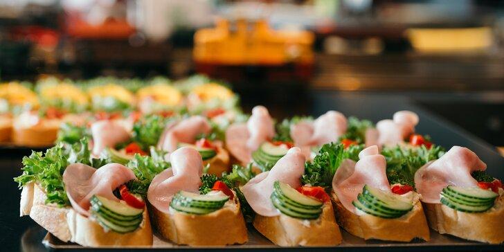 Chlebíčky z Golden Pacific Café: 10 nebo 20 chlebíčků dle výběru ze 6 druhů