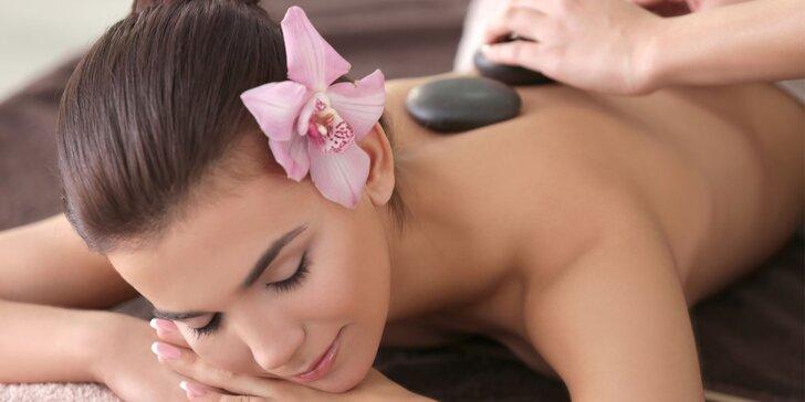 Relaxační masáž lávovými kameny i jemná indická masáž hlavy