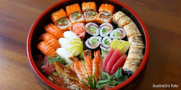 Sushi sety o 24, 36 nebo 46 čerstvých rolkách včetně švestkového vína