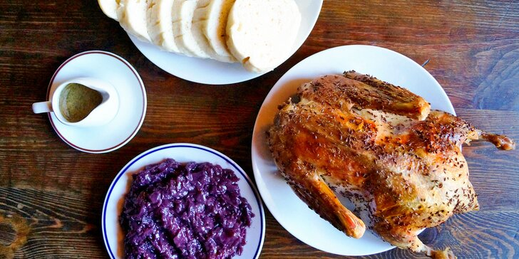 Bašta pro celou rodinu: dozlatova pečená kachna, zelí a neomezeně knedlíků