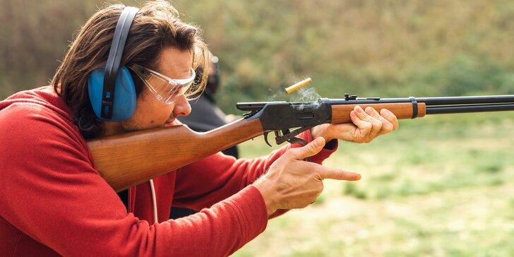 Mega zážitky na střelnici: 16 nabitých střeleckých balíčků s až 30 zbraněmi a 174 náboji