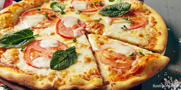 Dvě křupavé pizzy o průměru 32 cm na odnos s sebou a limonáda