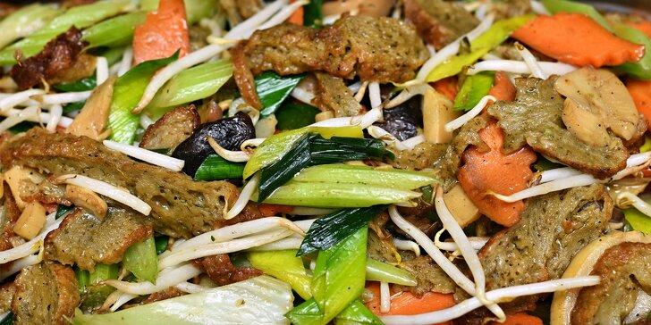 Kilo jídla dle výběru v bistru Vegan Life: wrapy, saláty, sushi, nudle i sójové maso