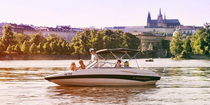 Soukromá jízda na luxusním motorovém člunu až pro 5 osob na 20–120 minut