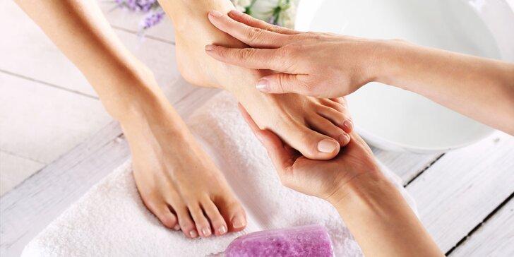 Pedikúra pro ženy i muže včetně půlhodinové masáže nohou