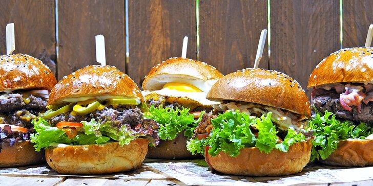 Našlapané hovězí nebo vepřové burgery s domácími crispers a dipem dle výběru pro jednoho či dva