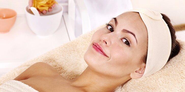 Anti-aging ošetření: kosmetická masáž s kys. hyaluronovou, zlatá liftingová maska i úprava obočí a řas
