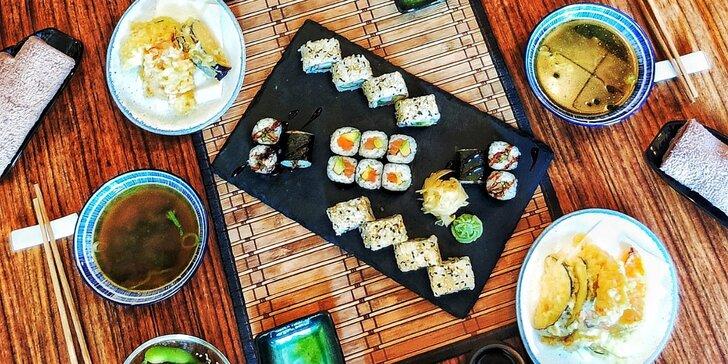 Japonské degustační menu o 5 nebo 6 chodech pro 2 osoby: sójové boby, sushi, wakame salát i saké