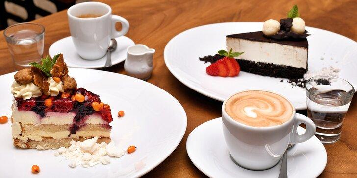 Sladké chvíle v kavárně Slavia: káva a dort podle výběru pro 1 nebo 2 osoby