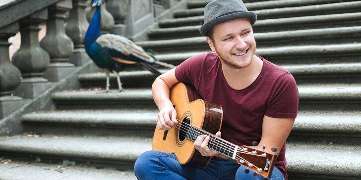 Naučte se na kytaru či ukulele: online kurzy s oblíbeným zpěvákem Voxelem pro začátečníky i pokročilé