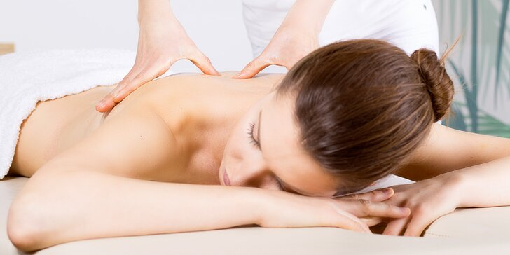 Užijte si masáž zad, šíje a krku popř. lymfatickou masáž nohou nebo lávovými kameny