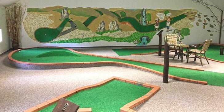 Zábavný adventure minigolf pod střechou: 60 min. hry pro malé i velké