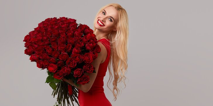 Vyjádřete lásku květinou: až 101 ks červených růží Red Naomi s rozvozem po Praze